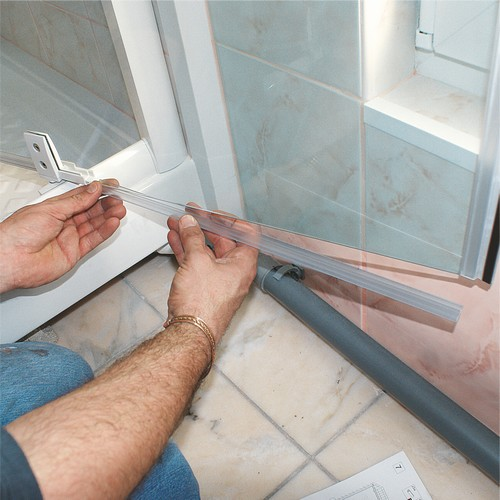 Comment installer une porte de douche cheap porte de douche pliante en accordeon comment - Comment installer une douche ...